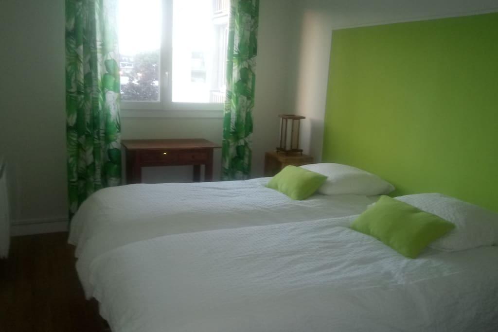 Chambre avec 2 lits de 80 ou 1 lit de 1m60.