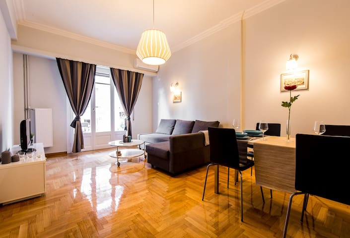 Adorable apartment with 2 bedrooms under Acropolis