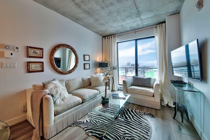 Old Montreal Luxury 2 Bdrm+ Balcony+ Rooftop +Prkg