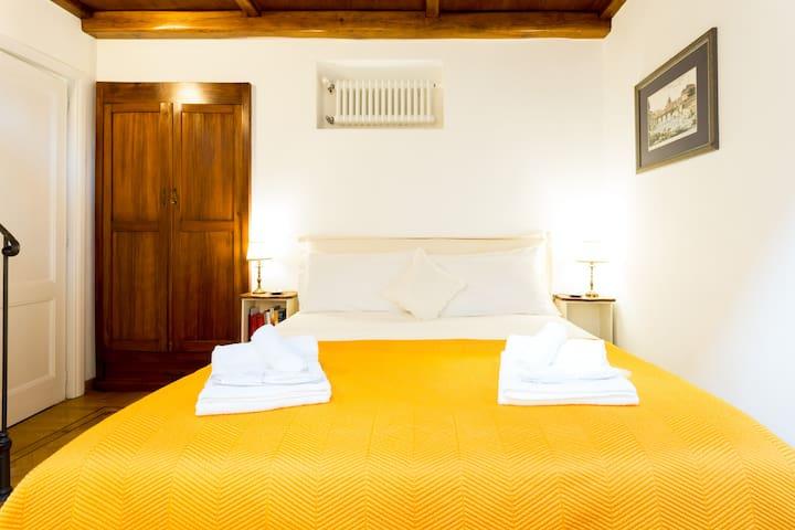 Stanza di Lusso con Bagno in Appartamento al Colosseo