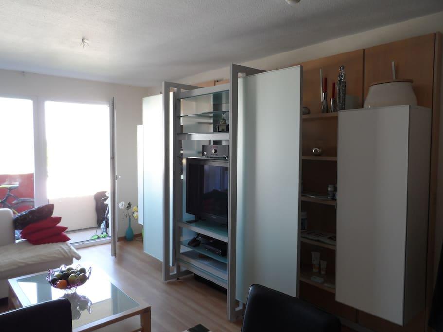 Deine Wohnwand mit Radio und TV Anlage