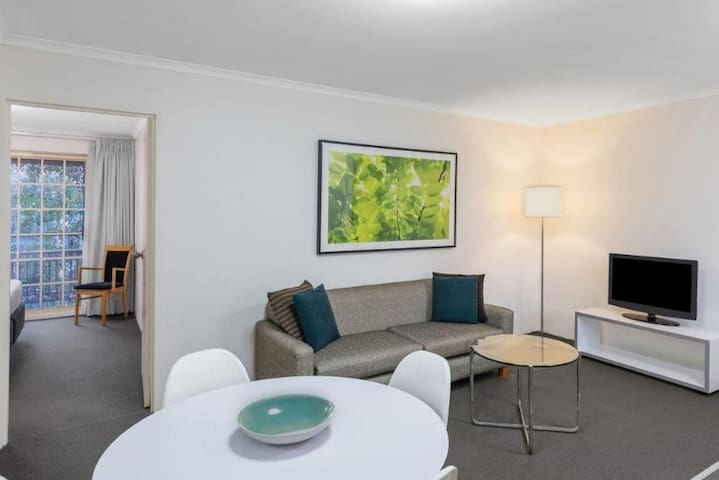 Quiet Apartment One Bedroom At Canberra