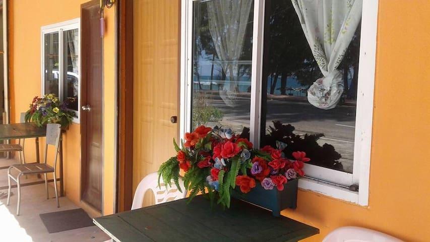 บังอรเฮ้าส์ 2 ห้องพักริมทะเลหาดแม่รำพึง ระยอง