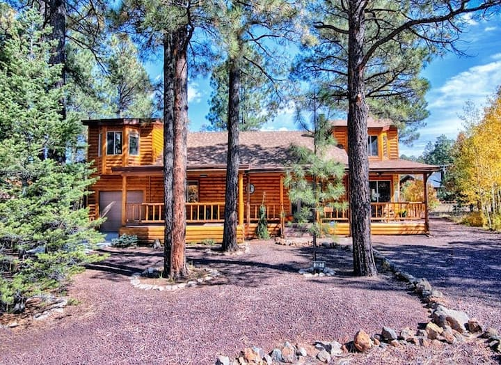 NEW! Whistle Stop Hideaway w/Rec Center Access!