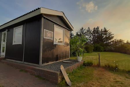 Tiny-House-Thy - Med pragtfuld udsigt til havet.