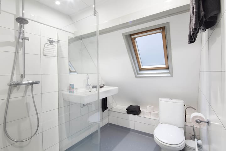 Private bathroom Tower room