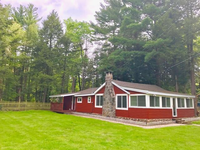 Traditional Smallwood cabin in the woods!