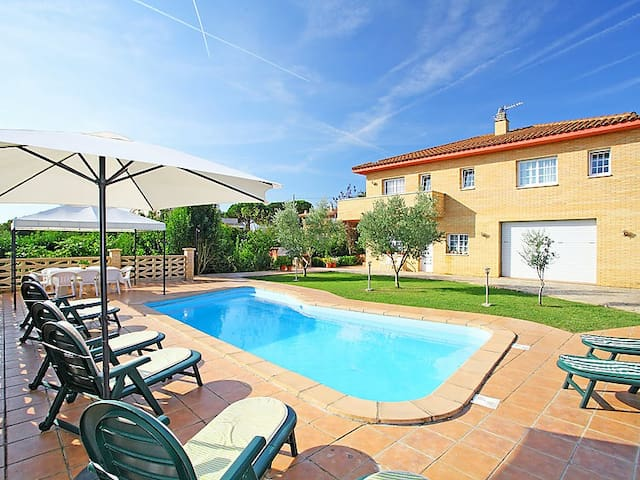 Catalunya Casas: Villa in Sils for 10 guests & just a short drive to Costa Brava