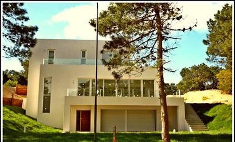 Excelente casa en el bosque, a m de playa - Selene