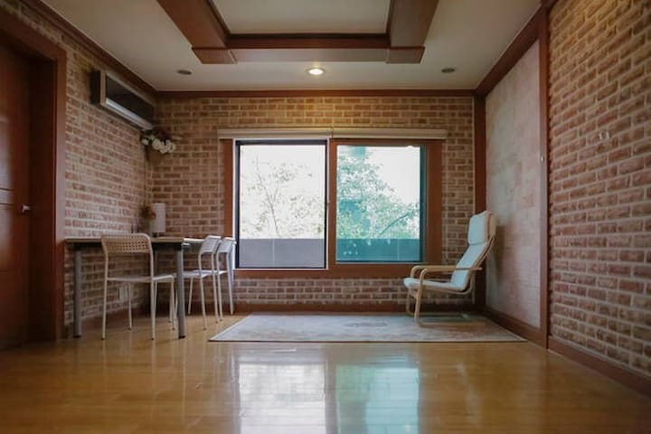 15 min walk from Suyu station (Metro line 4) - Gangbuk-gu - House