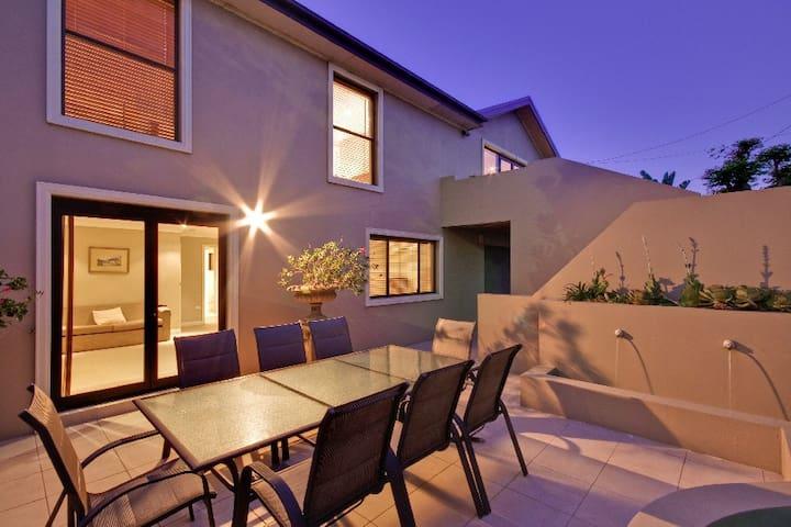 Casa Mia Beach House Terrigal - Terrigal - House