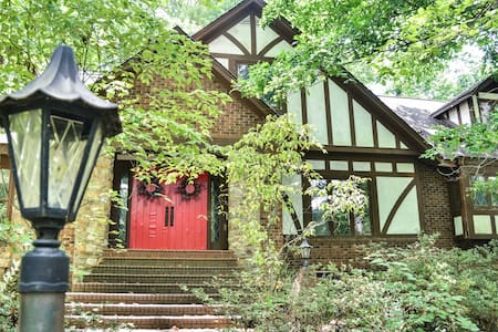 Beautiful English tudor home - Rock Hill
