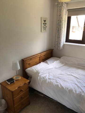Lovely Double Room in 4 bed detached home  Mon/Fri
