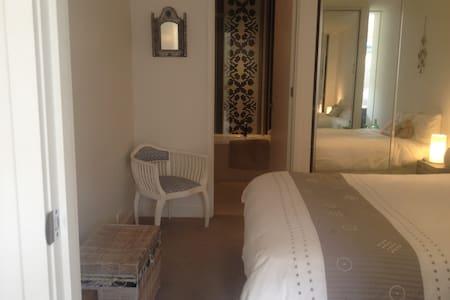 Sunny designer apartment - St Kilda