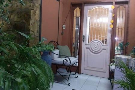 Apartamento en casa de Familia - Asunción