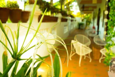 Eden of Zen - Ambar (Sky) King Bed Room - Auroville - 別荘