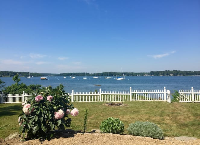 Waterfront Seacoast Getaway - Dover - Dom