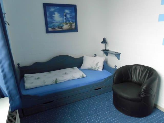 Blaues Zimmer - 1 Bett - innenliegendes Bad