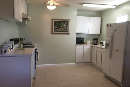 Airy One Bedroom APT- Great Retreat - Sunnyvale - Apartment