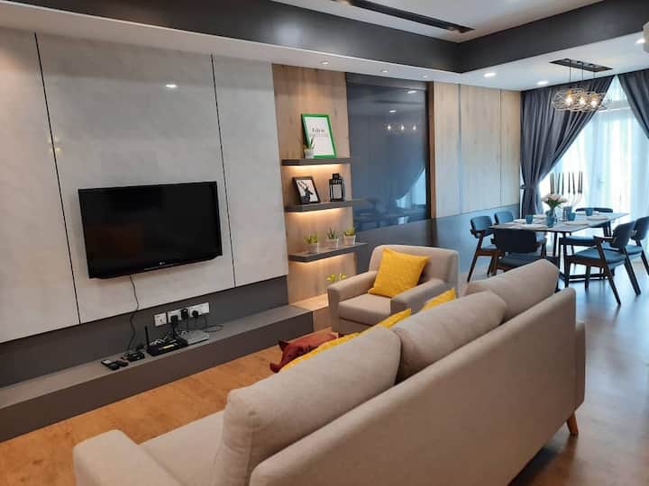 Designer Suite Apartment with 10pax families