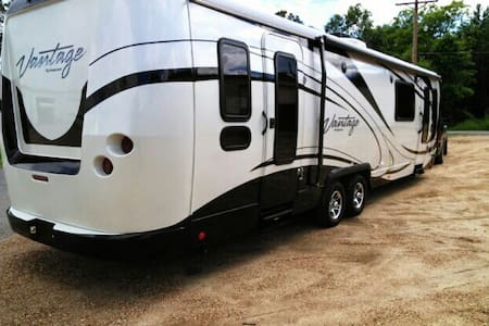 Cozy Luxury Rv Near Downtown - Taylors