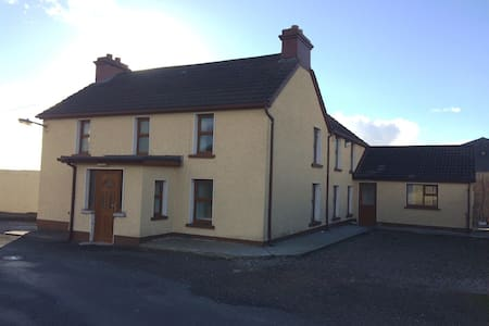 Teach Bhrianaigh Luxury House sleeps 12