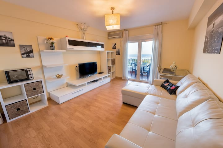 Always Happy cozy apartment 400 m from the beach
