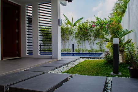 Three bedroom rest house with heated swimming pool - Angeles City - House