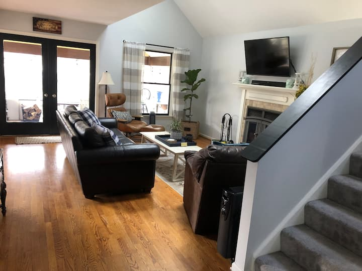 2 blocks from Stadium and walking distance to Town