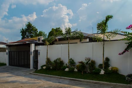 Three bedroom rest house with swimming pool - Angeles City