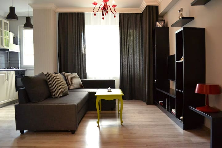 6. Pleasant One Bedroom Apartment - Bucharest - Apartmen