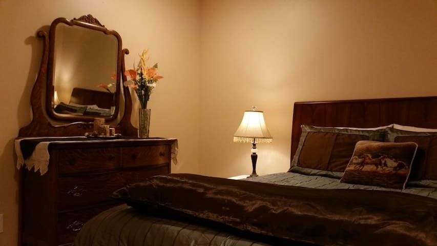 Room w/ Queen Bed in Ranch House - Syracuse - Rumah
