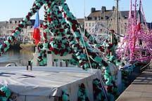Les bateaux de pêche pendant les fêtes de la mer à saint-Vaast