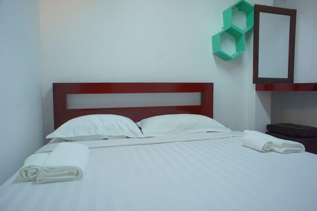 Economy double room 3 chambres d 39 h tes louer yangon yangon region myanmar - Chambre d hote ruoms ...