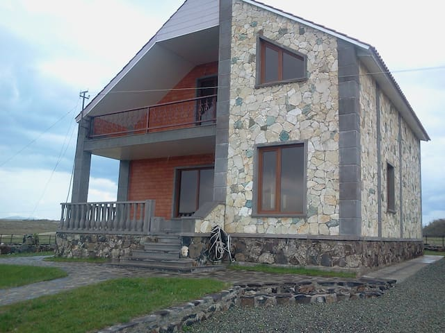 House at the Lake Sevan Armenia - Норашен - House