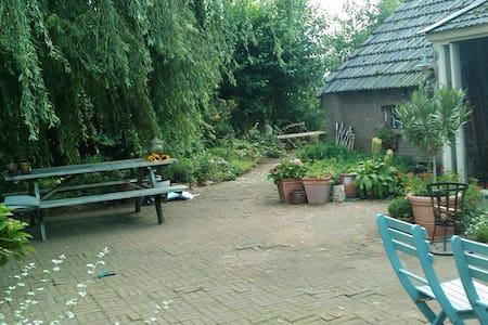 Woonatelier in mooi buitengebied - Ház