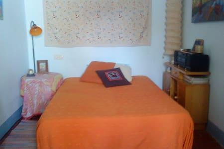 habitación con cama doble -Figueres - Фигерас