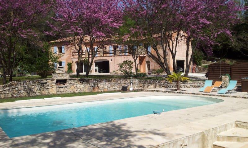 "Flat 60 M2 in ""Mas Provençal"" in residential  zone"