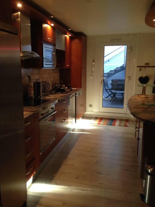 65 m2 endroit atypique la muette avec terrasse appartements louer paris idf france. Black Bedroom Furniture Sets. Home Design Ideas