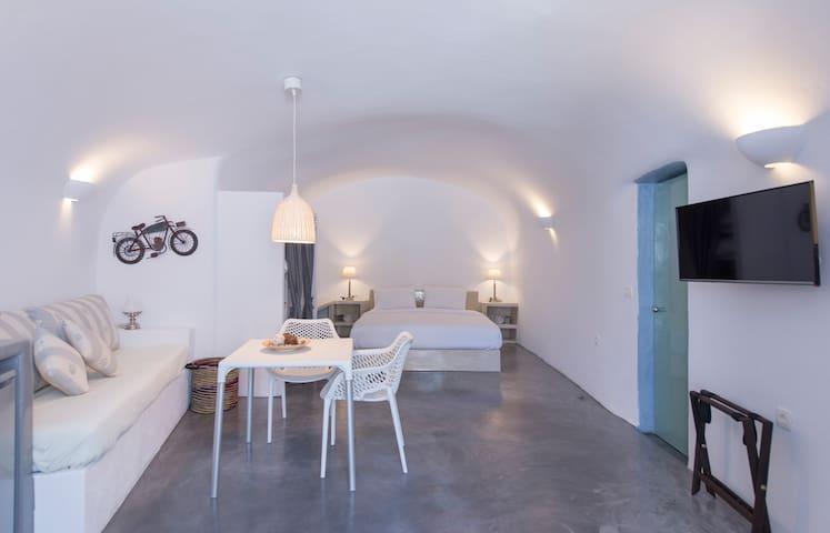 Isalos Cave Suite - Naftilos Houses - Finikia
