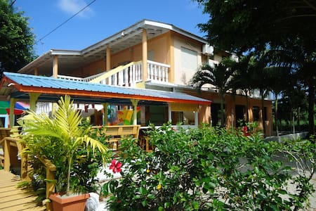Sea Glass Inn on the water - Placencia