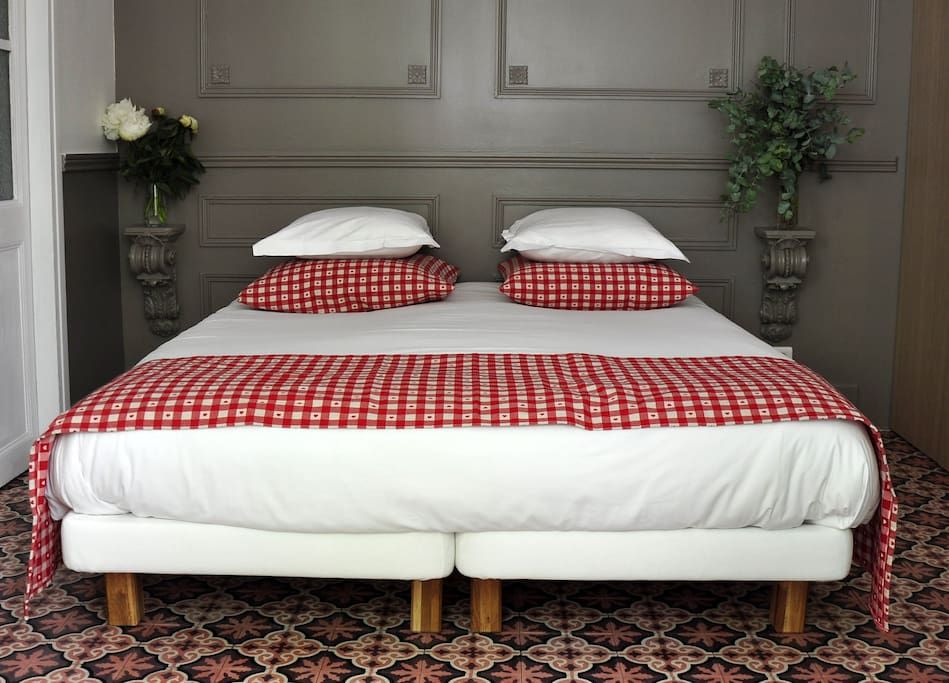 Sleep in a 4 stars comfort bedding with standard size bed + pillow top ! Good night : )