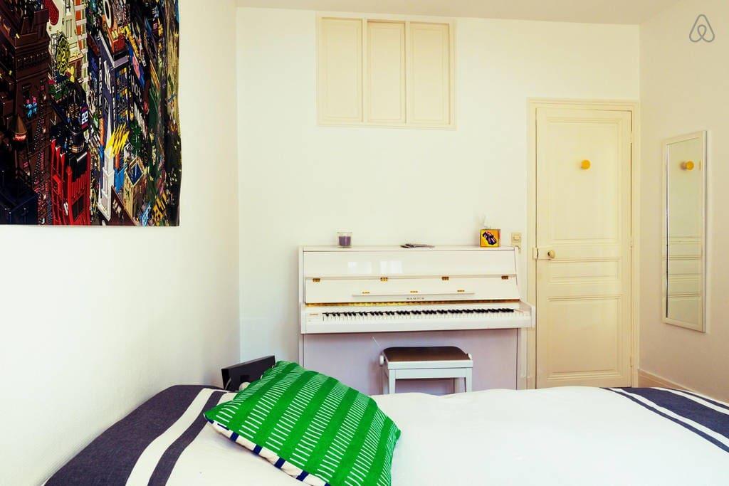 Big room - Grande chambre séparée du Salon