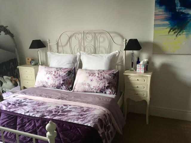 Lovely room with great links to C. London & LHR - Londýn