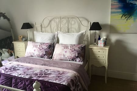Lovely room with great links to C. London & LHR - London