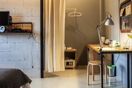 Designer House@SleepClubHostel - ตำบล ปากน้ำ - Casa