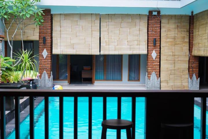 Puri Bali - Large Room in Balinese Villa (UG1)