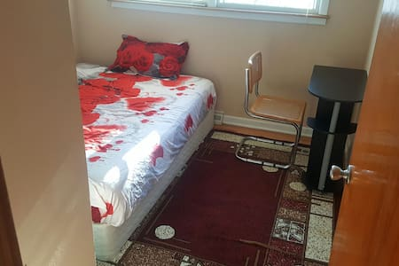 Small room next to ohare - norridge
