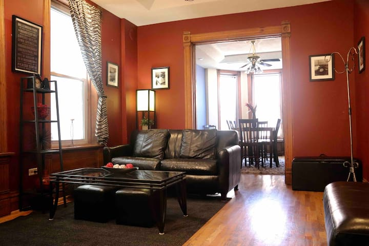 Spacious & Bright 2PBR Heart of Wicker Park 4 You