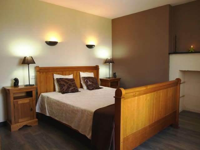 Chambre d'hôte 3 personnes Chocolat - TREVRON - Bed & Breakfast